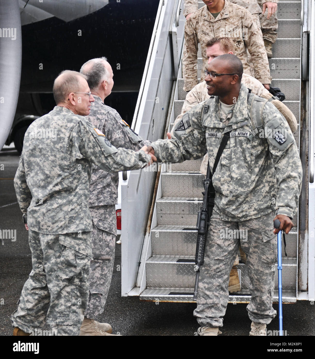 Brig. Gen. John J. Donnelly III greets Sgt. Kenneth Thomas from the 467th Combat Stress Control Detachment home - Stock Image