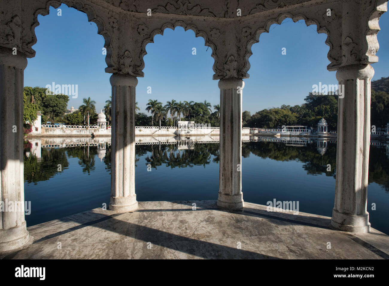 Moghul architecture on the Dudh Talai Lake, Udaipur, Rajasthan, India - Stock Image