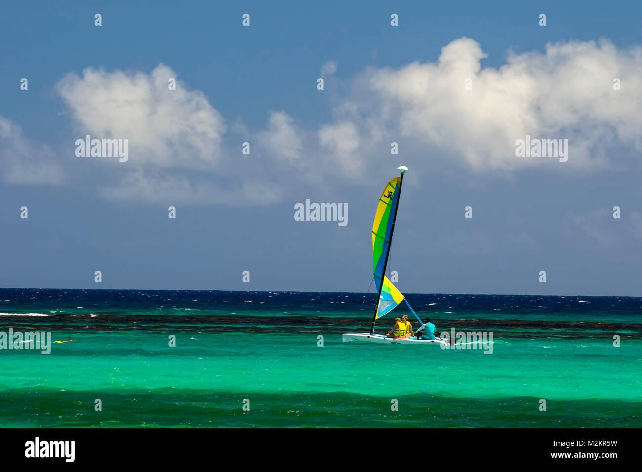 Lone seagoing craft on the Caribbean sea at Mahogany Beach, Ocho Rios, jamaica, West Indies, Caribbean - Stock Image