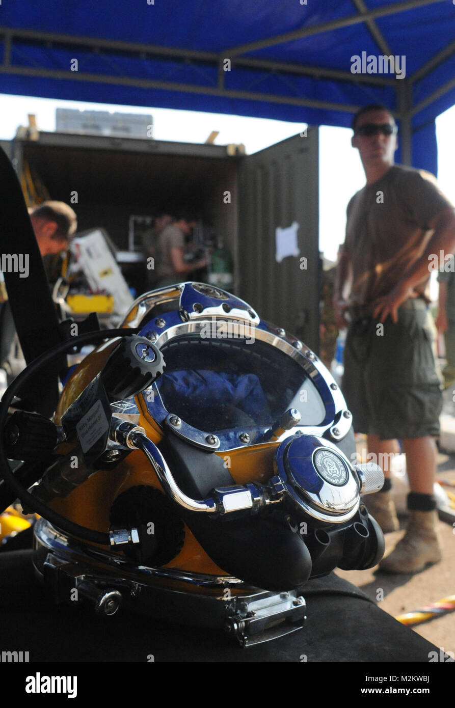100714-N-6138K-119 Sailors of Underwater Construction Team (UCT) 1, from Joint Expeditionary Base Little Creek Fort Stock Photo