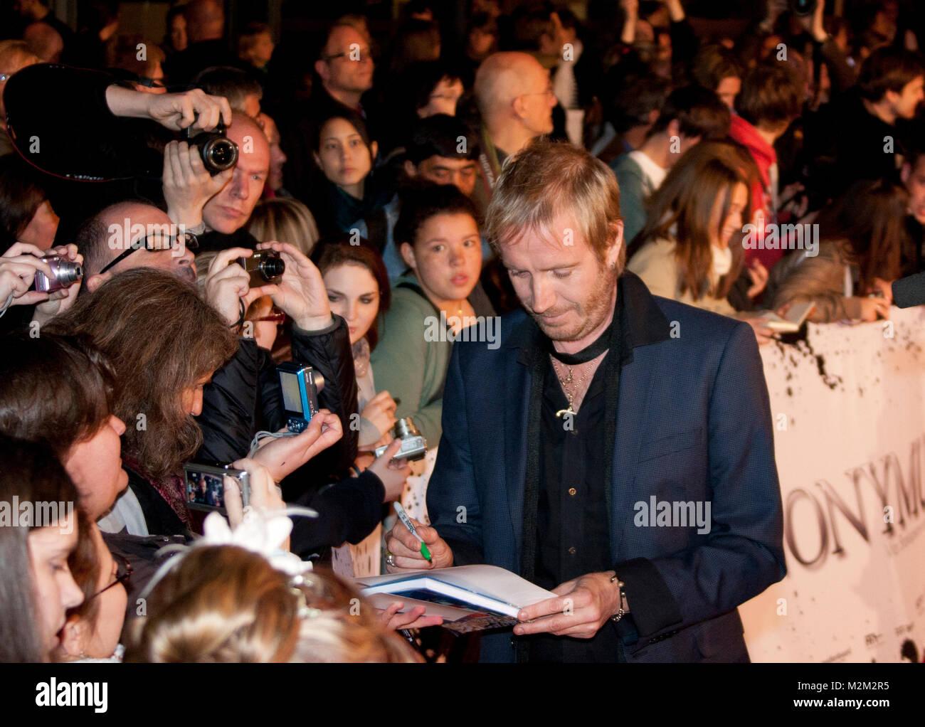 Rhys Ifans auf dem Roten Teppich zur Deutschlandpremiere des Films 'Anonymus' im Sony Center Berlin, am - Stock Image