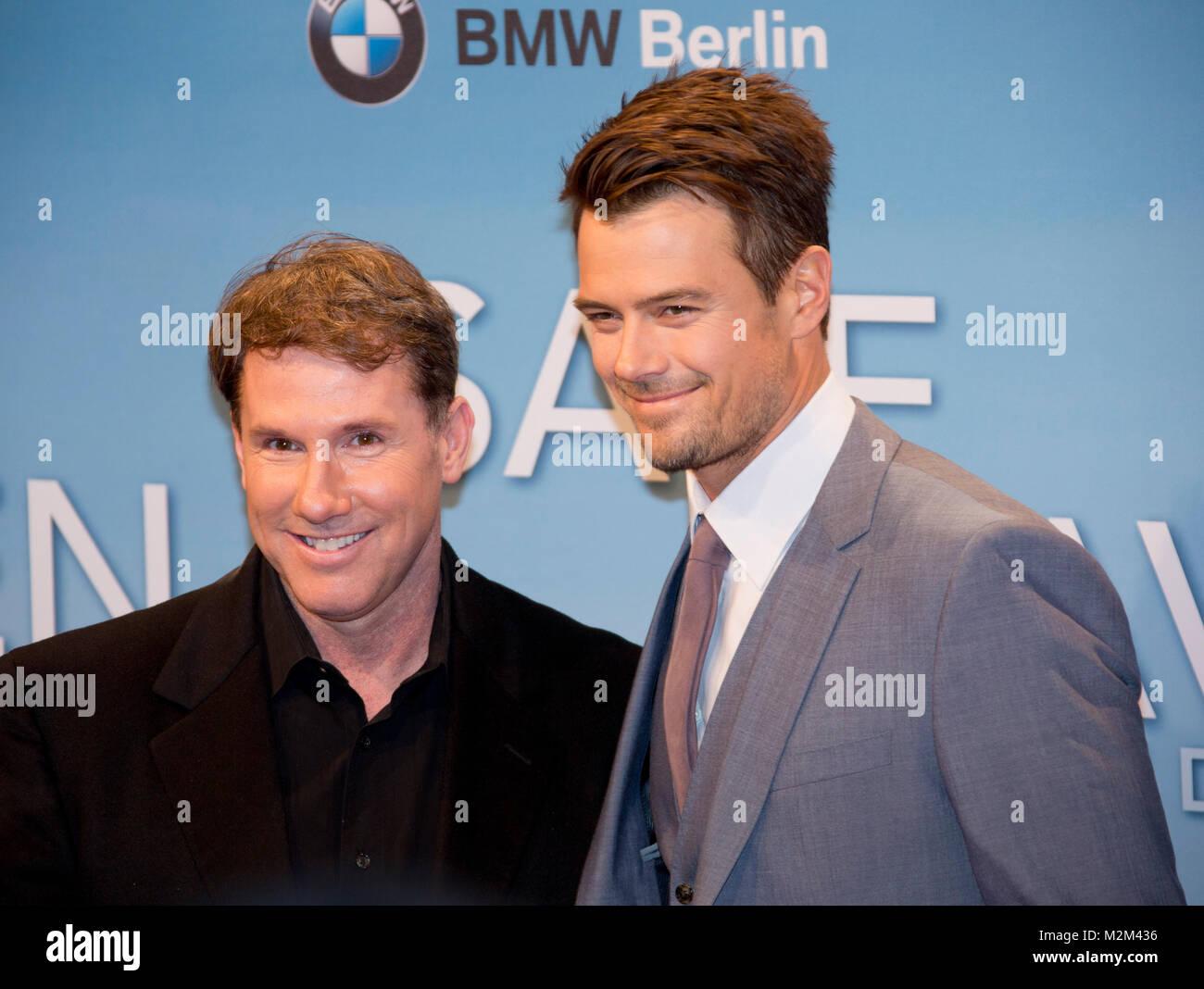 Romanautor und Produzent Nicholas Sparks und Darsteller Josh Duhamel auf dem Roten Teppich zur Deutschlandpremiere - Stock Image
