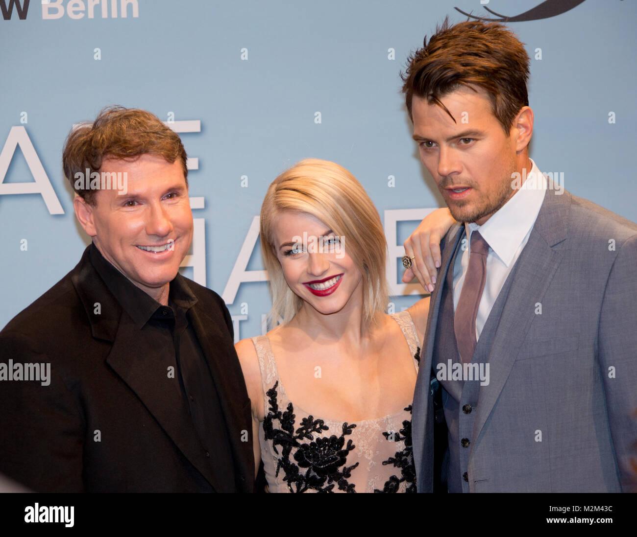 Romanautor und Produzent Nicholas Sparks und die Hauptdarsteller Julianne Hough sowie Josh Duhamel auf dem Roten - Stock Image