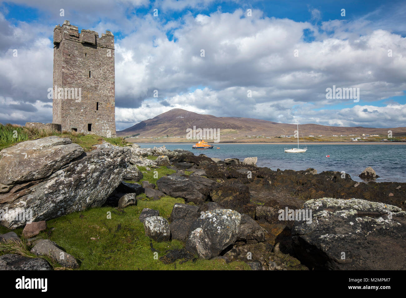 Granuaille's Kildavnet Castle on the shore of Achill Sound, Achill Island, County Mayo, Ireland. - Stock Image