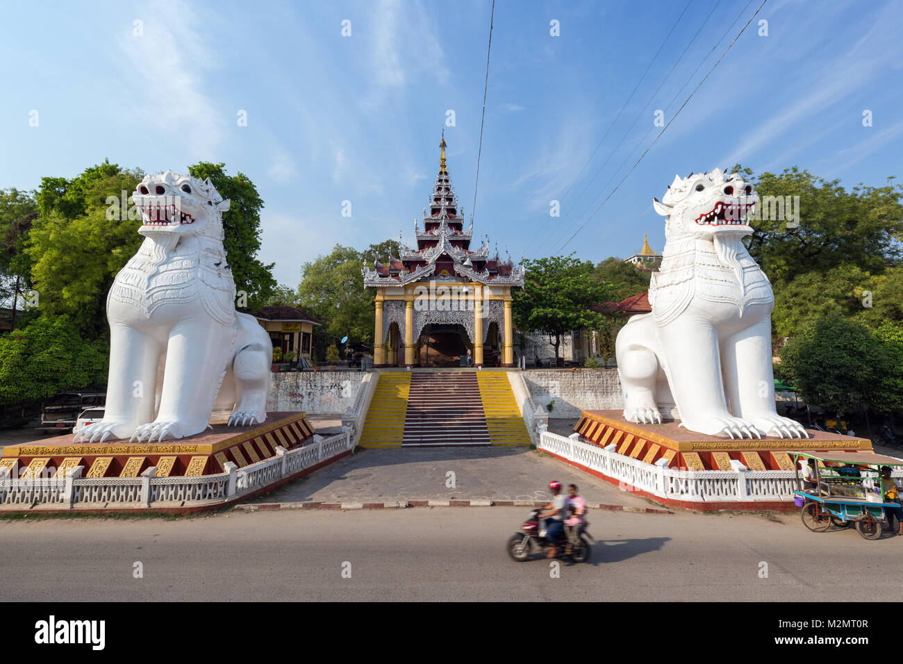 Two giant chinthes or leogryphs (stylised lion figures) guarding southern entrance to Mandalay Hill in Myanmar, - Stock Image