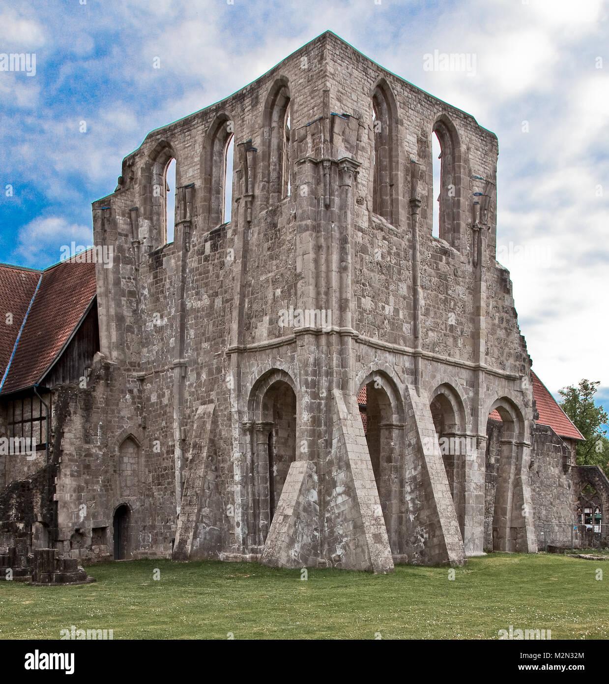 Walkenried Ruine der Klosterkirche Teilansicht von Nordosten links Rest des  Südquerhauses rechts Rest des - Stock Image