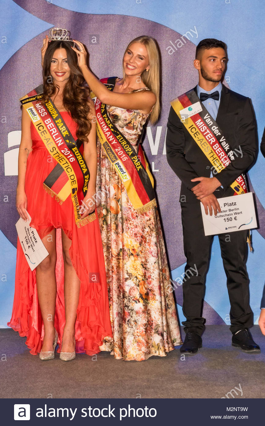 lisa-maria rothenberg (car number 5) gets by olga hoffmann (miss germany 2015) placed the crown and sercan korkut - Stock Image
