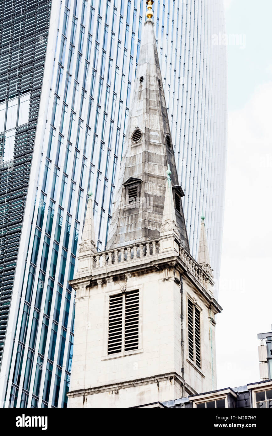Church St. Margaret Pattens next to the Walkie-Talkie, 20 Fenchurch Street, city of London, London, Great Britain - Stock Image