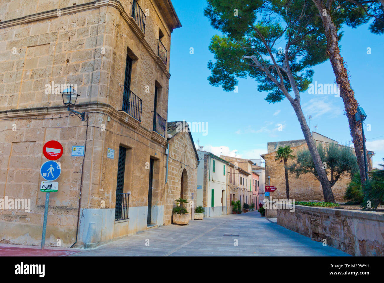 Carrer de Sant Jaume, old town, Alcudia, Mallorca, Balearic islands, Spain - Stock Image