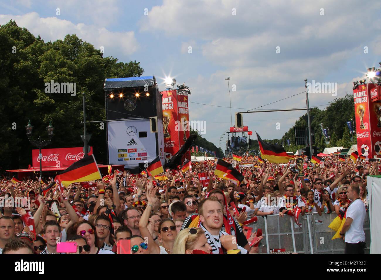 Fans, Empfang der deutschen Fussballmannschaft nach dem Gewinn des Weltmeistertitels auf der Fanmeile in Berlin, - Stock Image