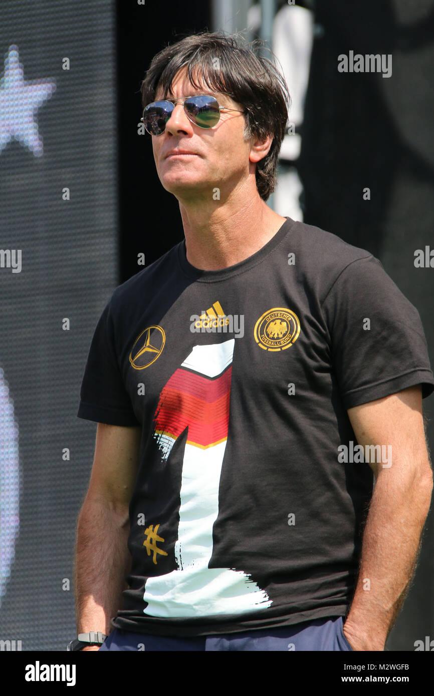 Jogi Loew, Empfang der deutschen Fussballmannschaft nach dem Gewinn des Weltmeistertitels auf der Fanmeile in Berlin, - Stock Image