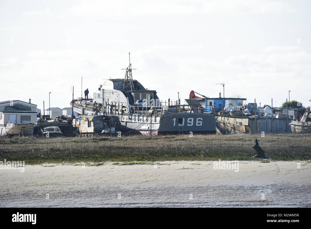 Off Grid living, houseboats, alternative lifestyle and mobile floating homes along the River Adur in Sussex - Stock Image