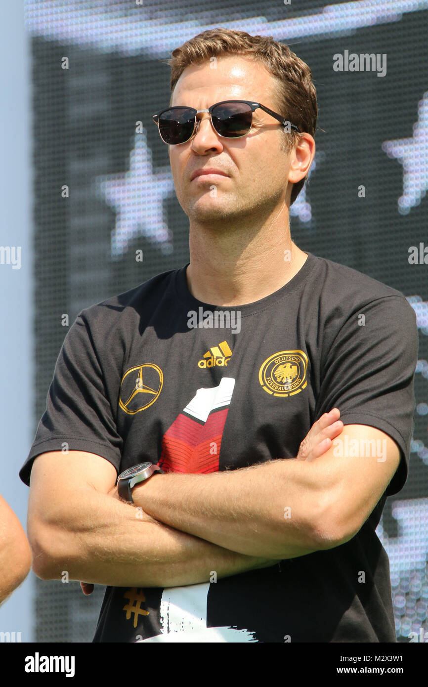 Oliver Bierhoff, Empfang der deutschen Fussballmannschaft nach dem Gewinn des Weltmeistertitels auf der Fanmeile - Stock Image