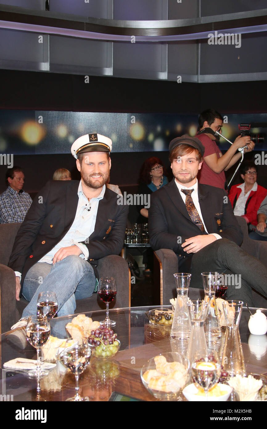 Benjamin Schaschek und Hannes Koch, Weltumsegler und Musik-Sammler, Talkshow Bettina und Bommes, Hannover, 06.02.2015 Stock Photo