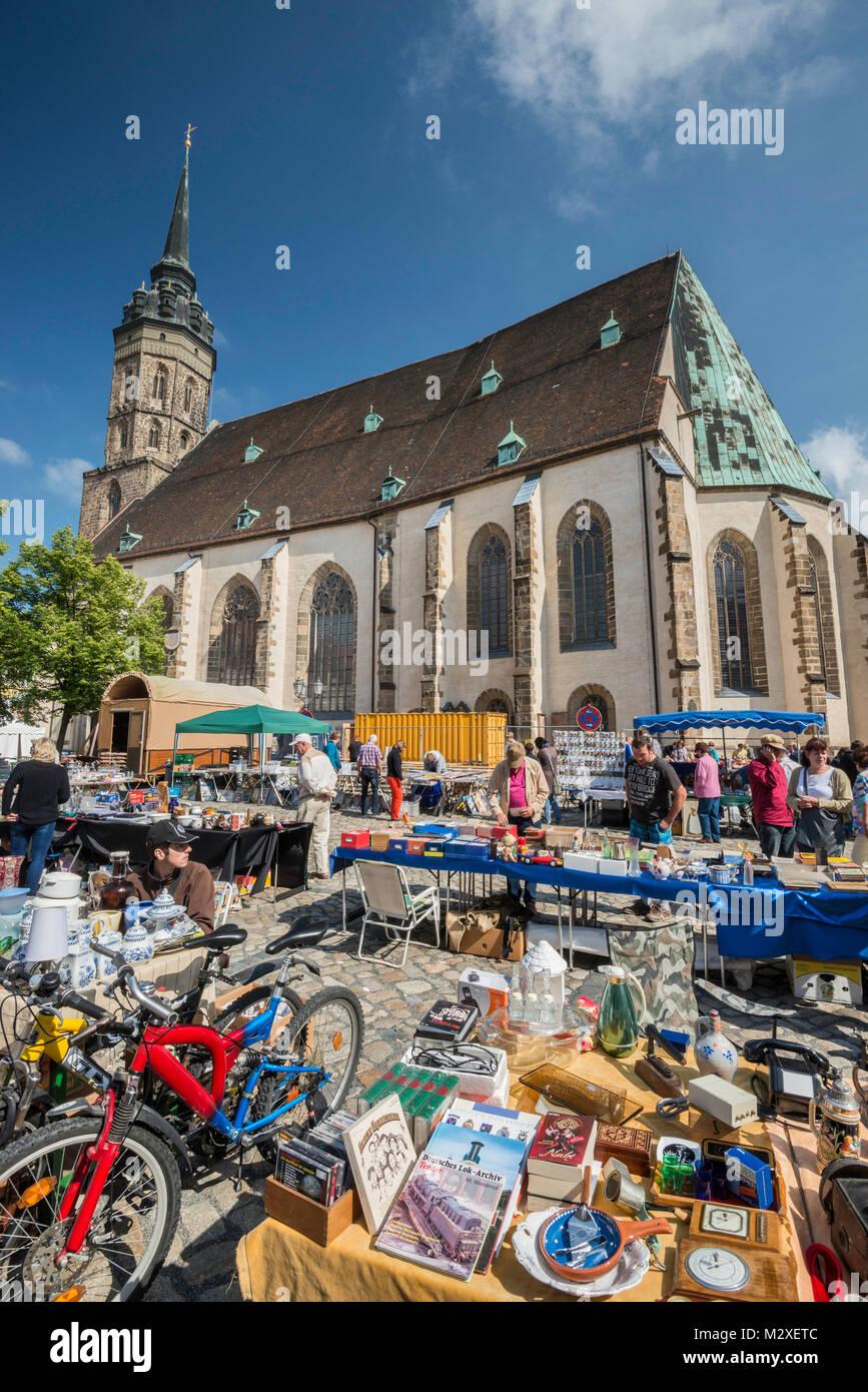 Street fair on Sunday, Dom St Petri (St Peter Cathedral) at Fleischmarkt (Meat Market Square) in Bautzen, Upper Stock Photo
