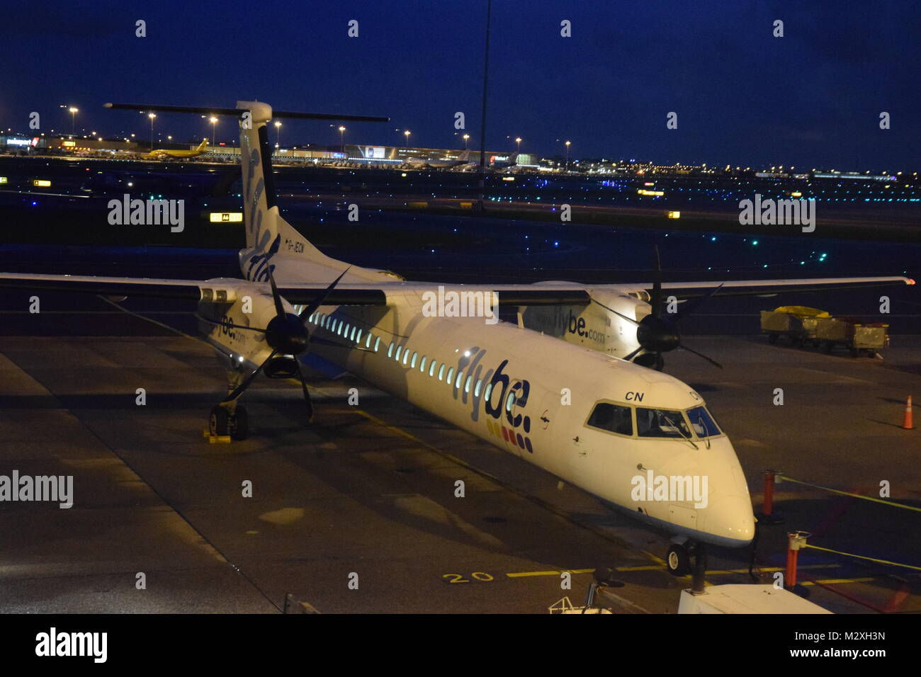 FLYBE BOMBARDIER DASH 8 Q-400 AT SCHIPOL AIRPORT, AMSTERDAM, HOLLAND. - Stock Image