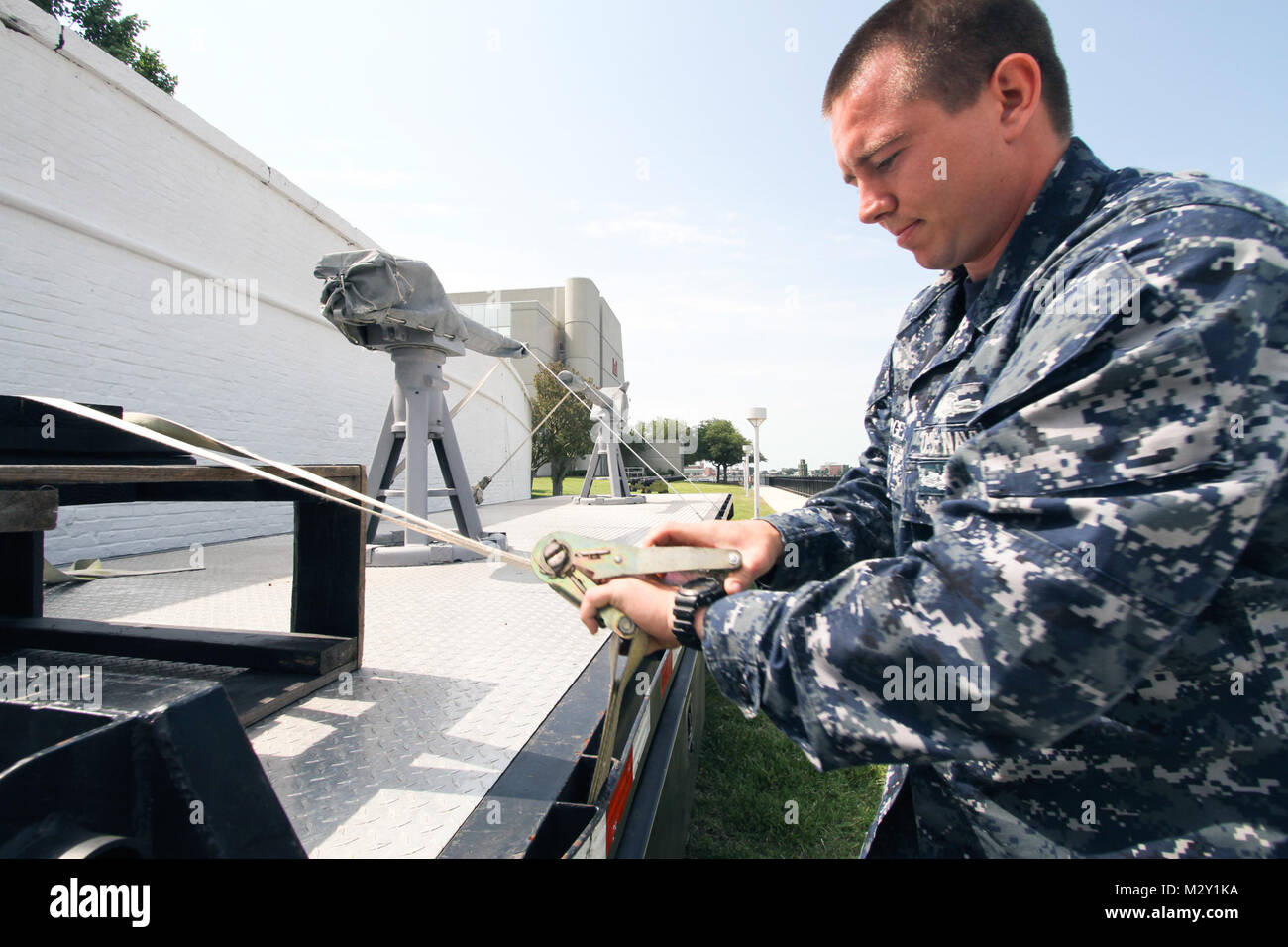 NORFOLK, Va. – Petty Officer 2nd Class Daniel Bergen, with the Navy Munitions Command Detachment, unsecures footings - Stock Image
