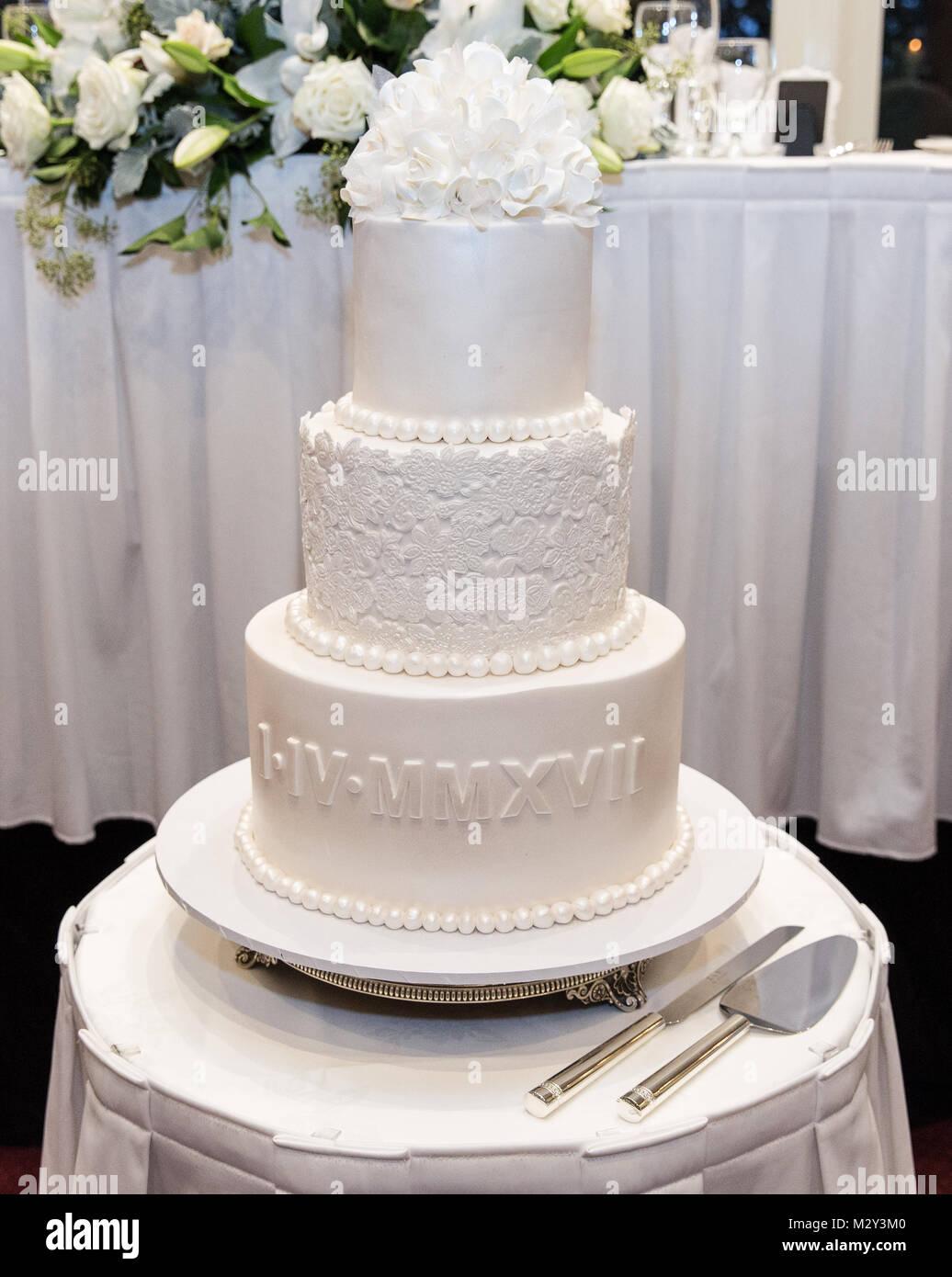 Traditional tiered wedding cake - Stock Image