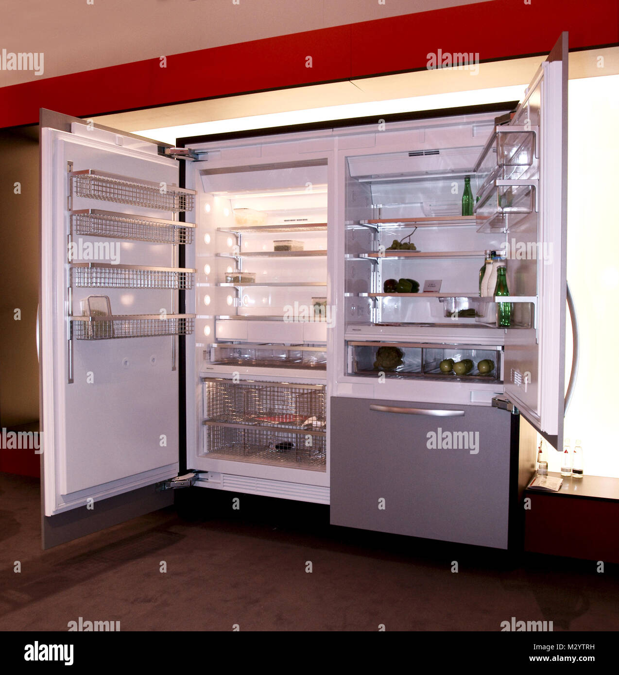 Großer Kühlschrank Stock Photos & Großer Kühlschrank Stock Images ...