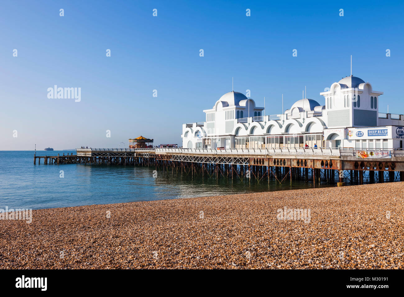 England, Hampshire, Portsmouth, Southsea Beach And Pier