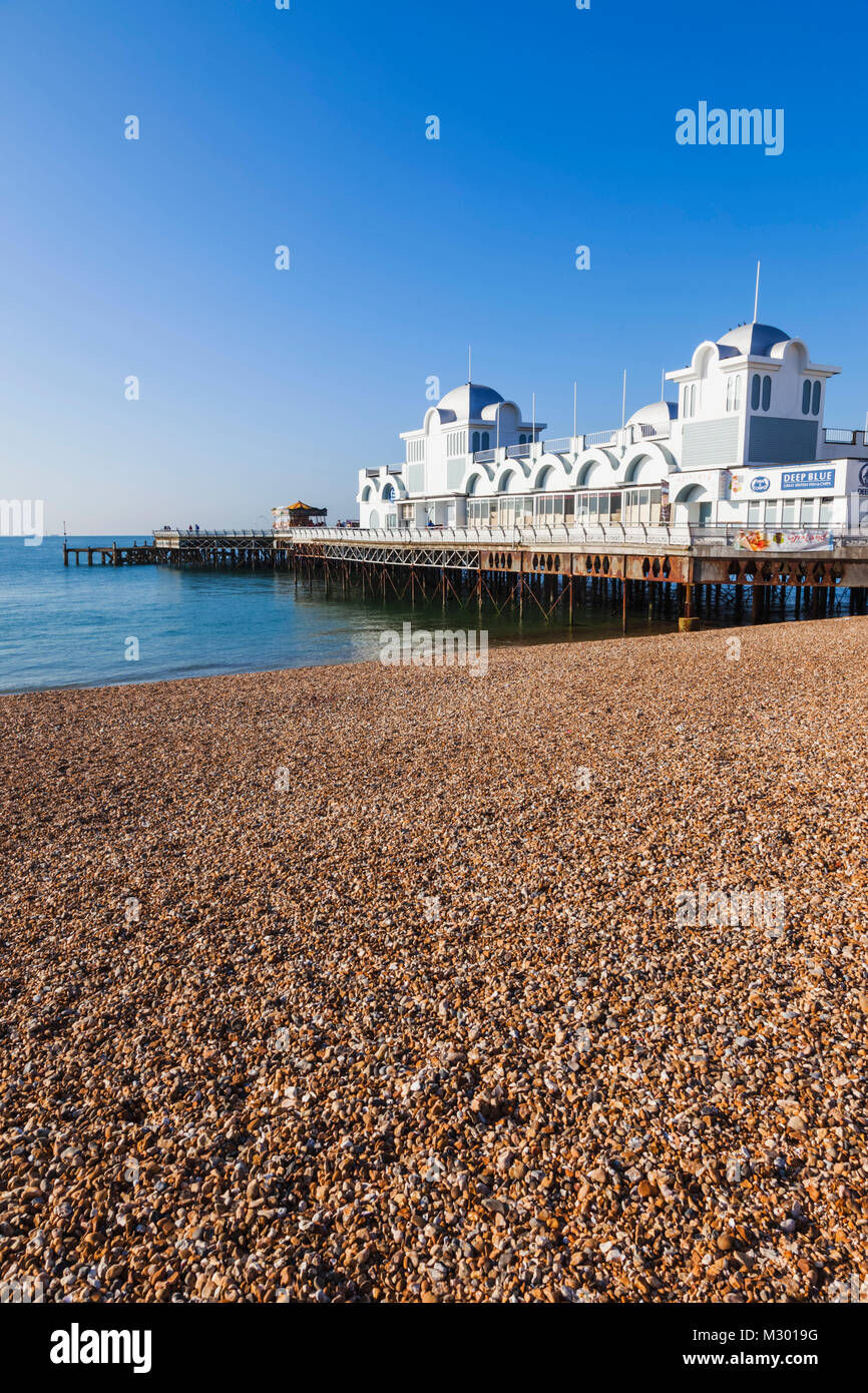 England, Hampshire, Portsmouth, Southsea Beach and Pier - Stock Image
