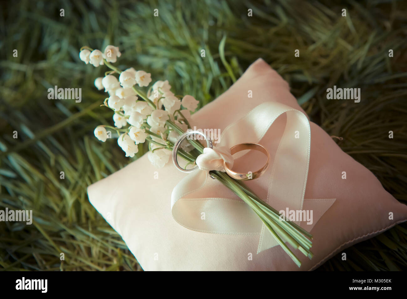 White Gold Wedding Rings With A Bouquet Stock Photo 173951979 Alamy