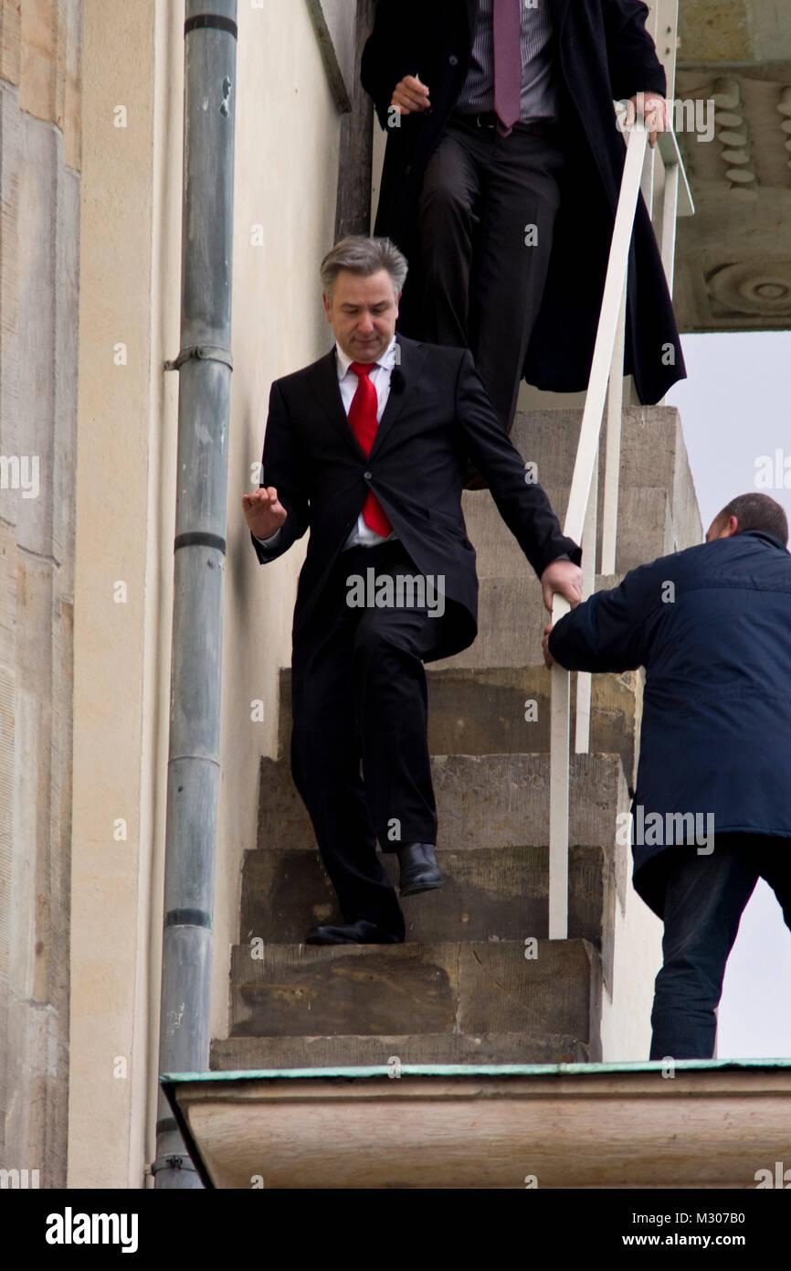 Boris Becker mit dem  Regierenden Bürgermeister von Berlin Klaus Wowereit auf dem Brandenburgertor beim Abstieg Stock Photo