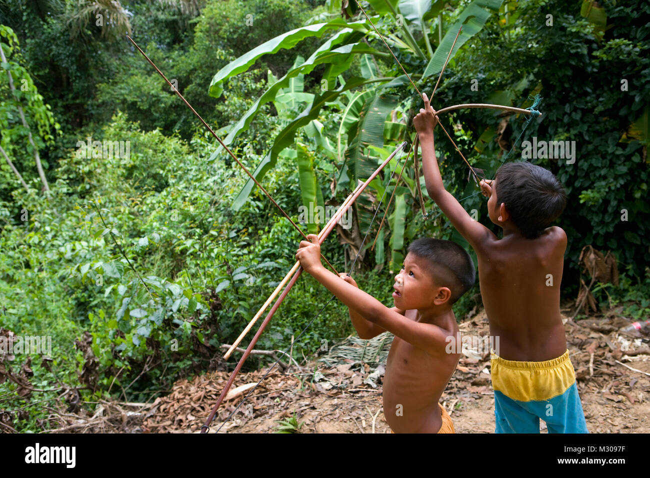 Suriname, Kwamalasamutu, home of indigenous Indians. Akurio indian children with bow and arrow. - Stock Image