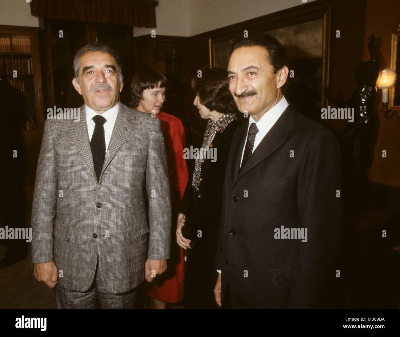 GABRIEL GARCIA MARQUEZ Nobel prize winner meeting with the Turkish politician Bülent Ecevit at Harpsund The Swedish Stock Photo
