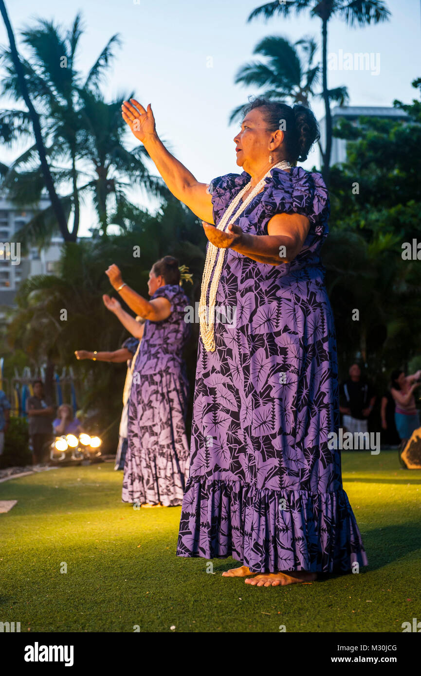 Evening Hula dance at Waikiki Beach, Oahu, Hawaii - Stock Image
