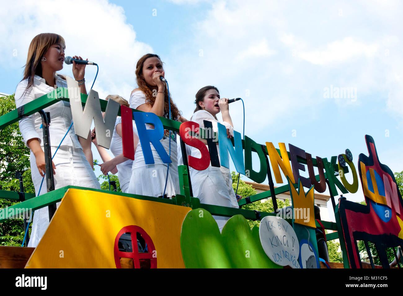 Karneval der Kulturen 2009 in Berlin-Kreuzberg mit Teilnehmern aus 80 Ländern, Bei Interesse an Fotos zur Verwendung - Stock Image