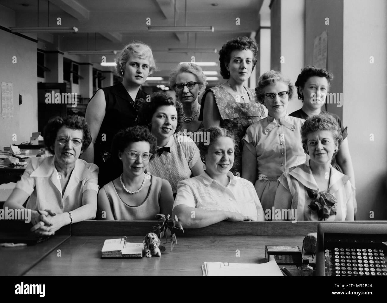 Group shot of the secretarial pool, ca. 1958. - Stock Image