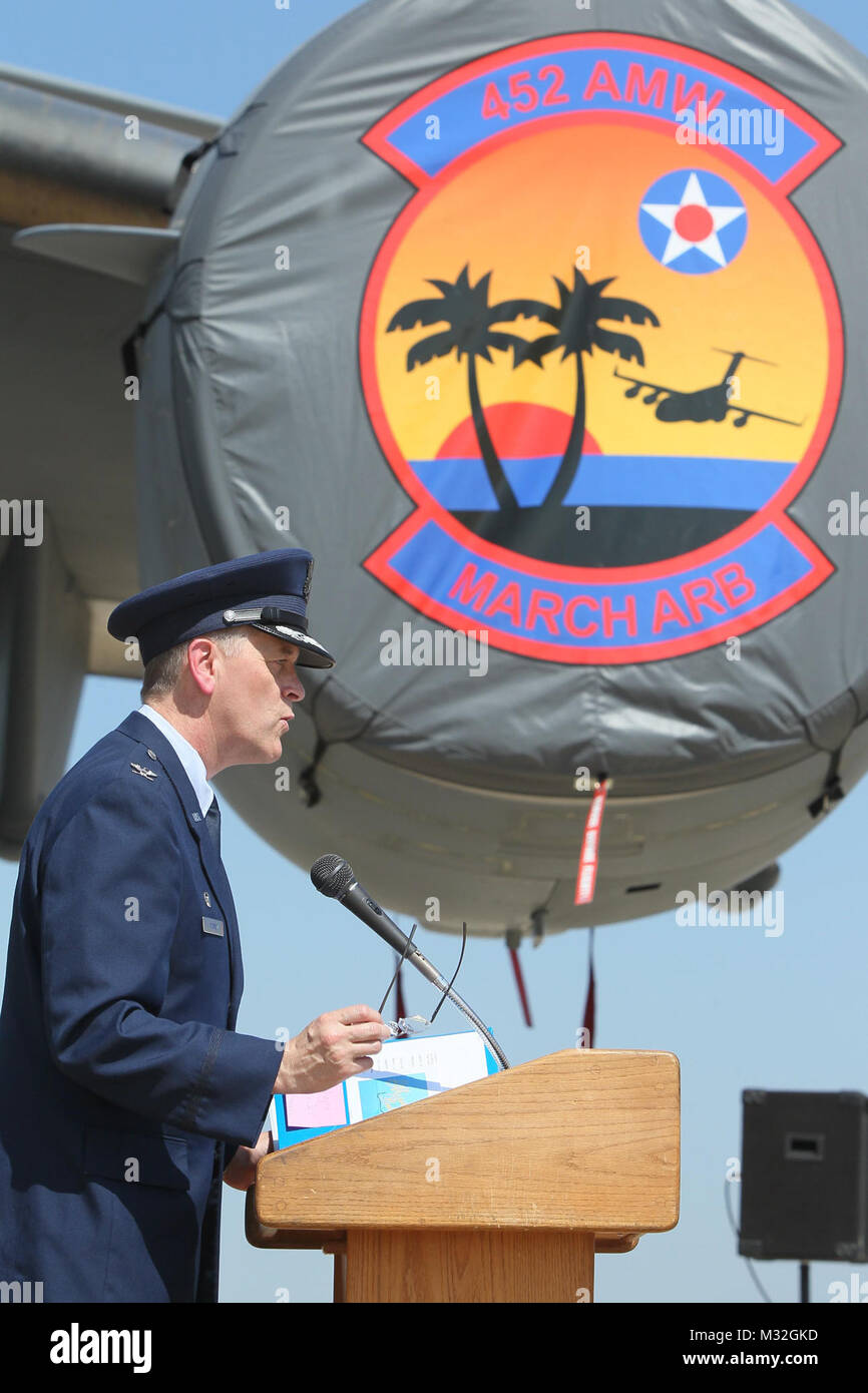 150811-N-HW977-149 MARCH AIR RESERVE BASE, Calif. (Aug. 11, 2015) Col. Russell Muncy, commander, 452nd Air Mobility - Stock Image