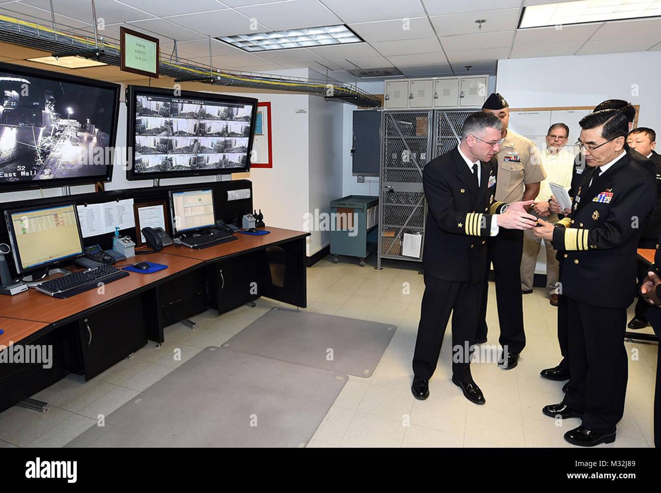160229-N-IK959-785 GREAT LAKES, Ill. (Feb. 29, 2016) Capt. Douglas Pfeifle, commanding officer of  Recruit Training - Stock Image