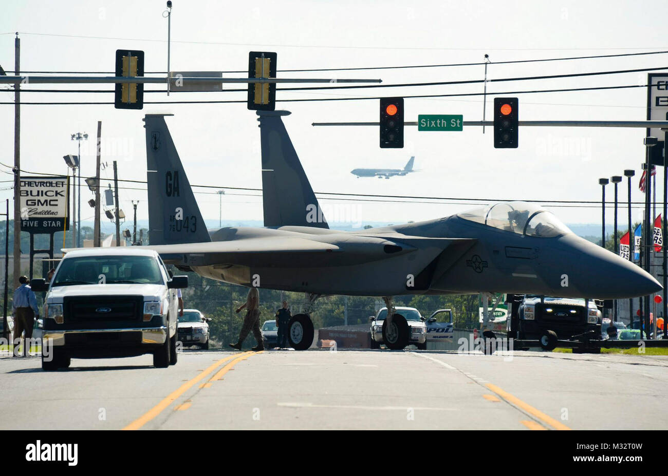 Airmen from the 116th Maintenance Group, Georgia Air National Guard, maneuver through traffic lights while towing - Stock Image