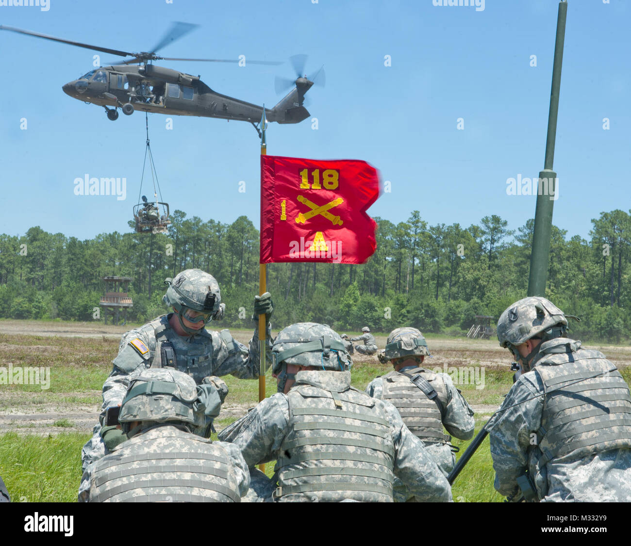 """History is booming for the Georgia Army National Guard, literally! The Savannah-based """"Hickory's Howitzers"""" 1st Battalion, 118th Field Artillery Regiment and the 1st Battalion, 185th Aviation Regiment teamed to conduct the first air mobile raid in Georgia Guard history at Fort Stewart.  With the """"Way Forward"""" being a ready, expedient and mobile force element, the """"drop and pop"""" maneuvers were an integral part of the 118th Field Artillery's annual training.  Joining with aviation elements made the training experience a little less mundane. """"It's very exciting training,"""" Spc. Joshua Holz, a Sava Stock Photo"""