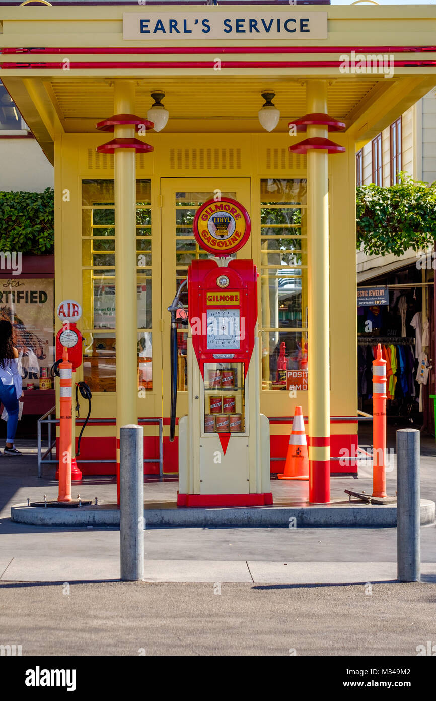 Vintage Gas Station Stock Photos & Vintage Gas Station Stock Images