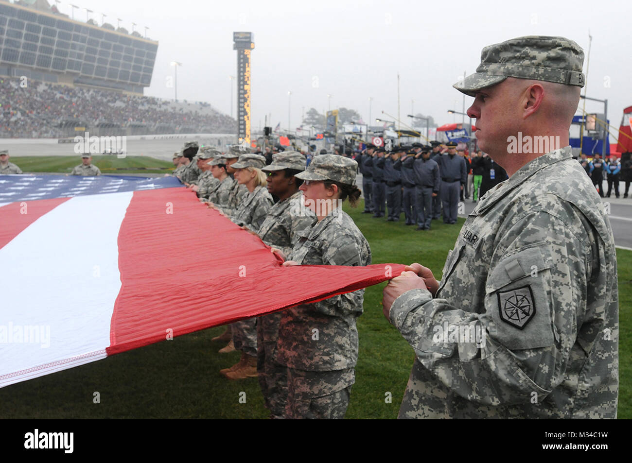 Hampton, Ga., March 1, 2015 — Soldiers from the Georgia Army and Air National Guards stand at attention as they - Stock Image