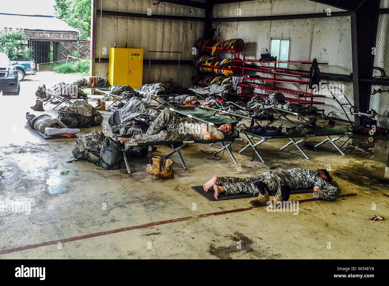 Troopers from 1st Squadron 124th Cavalry, 36th Infantry Division, Texas Army National Guard, get some well-deserved - Stock Image