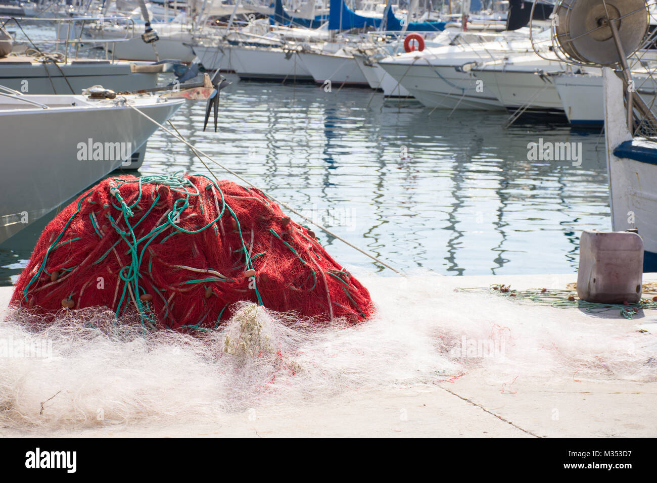Red Fish Netting Stock Photos & Red Fish Netting Stock Images - Alamy