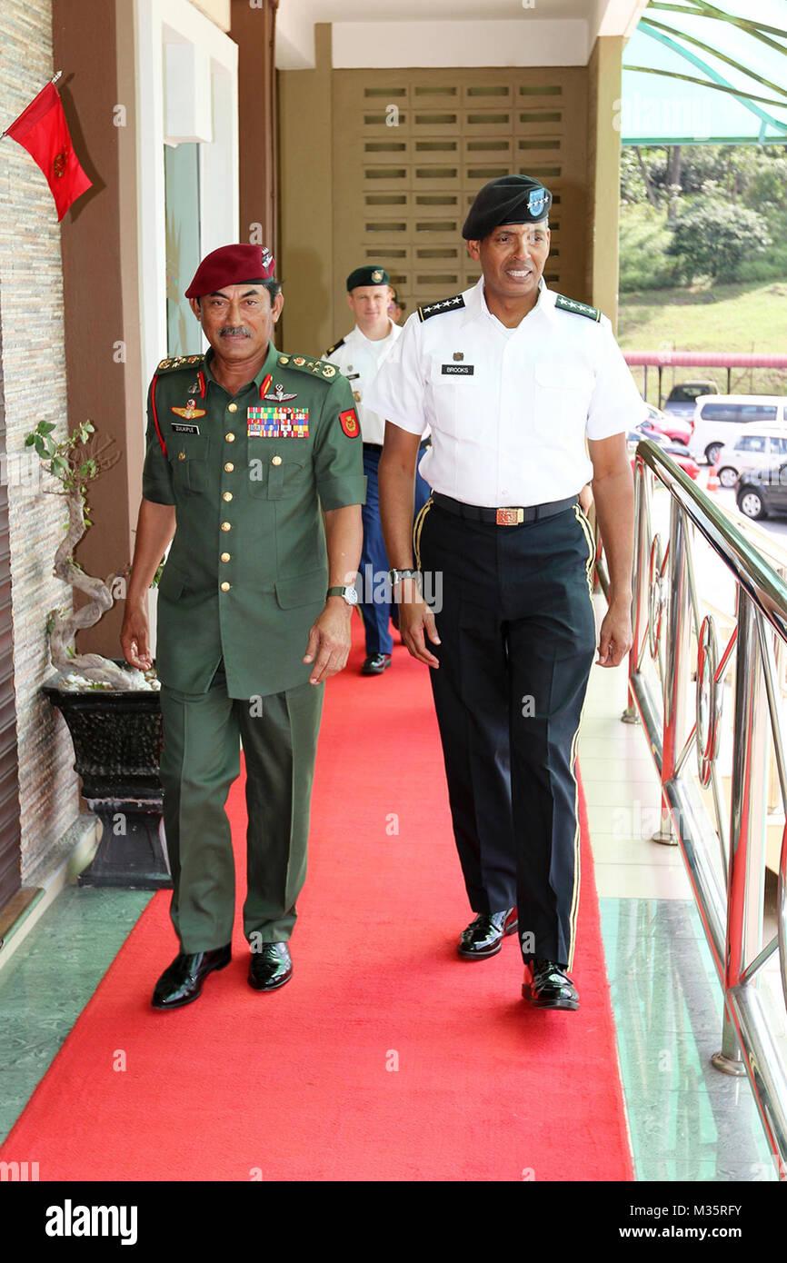 Malaysian Army Field Commander West Lt. Gen. Dato' Sri Zulkiple (left), and Army Gen. Vincent K. Brooks, commander, Stock Photo