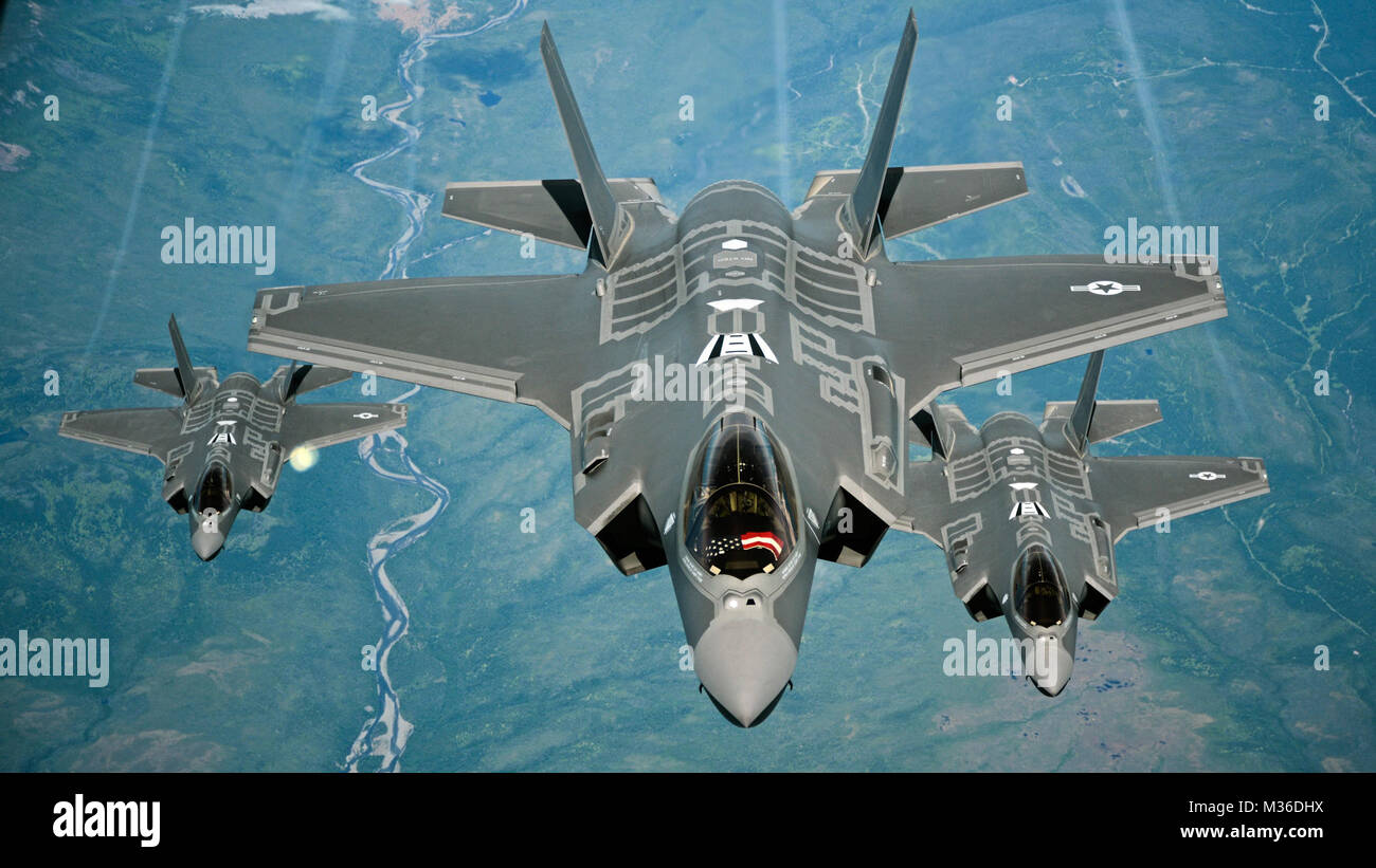 F-35A Lightning II aircraft receive fuel from a KC-10 Extender from Travis Air Force Base, Calif., July 13, 2015, - Stock Image