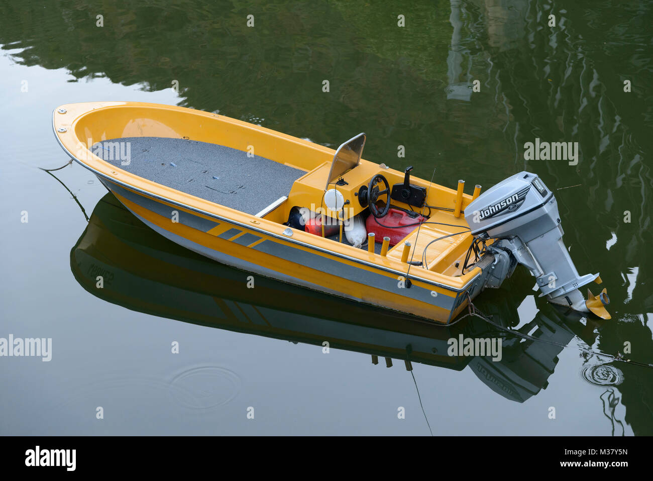 Boat With Outboard Motor High Resolution Stock Photography And Images Alamy