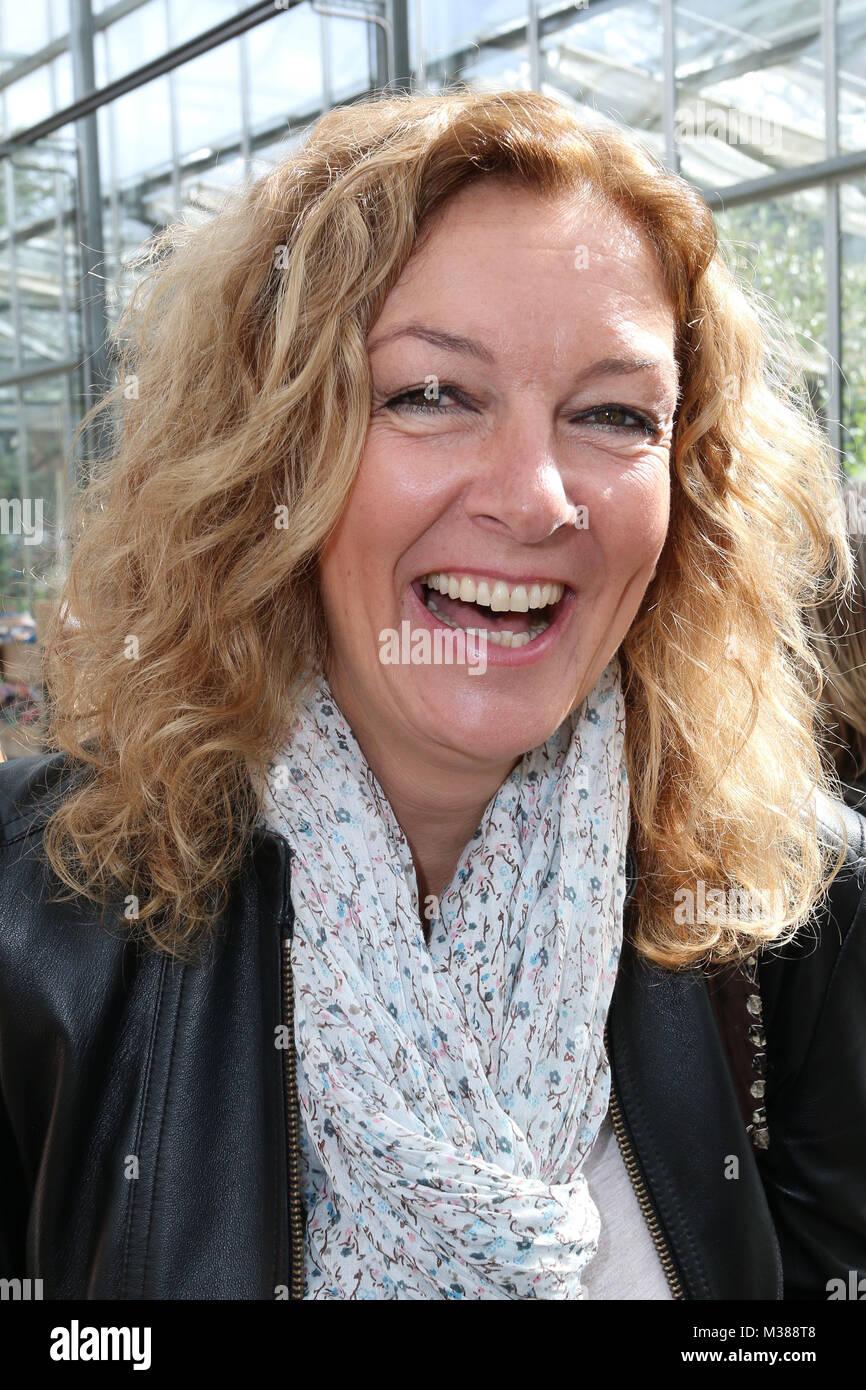"""Bettina Tietjen, Charity Versteigerung von durch Prominente ausgesuchte Blumenkuebel bei """"Garten von Ehren"""" zu Gunsten Stock Photo"""