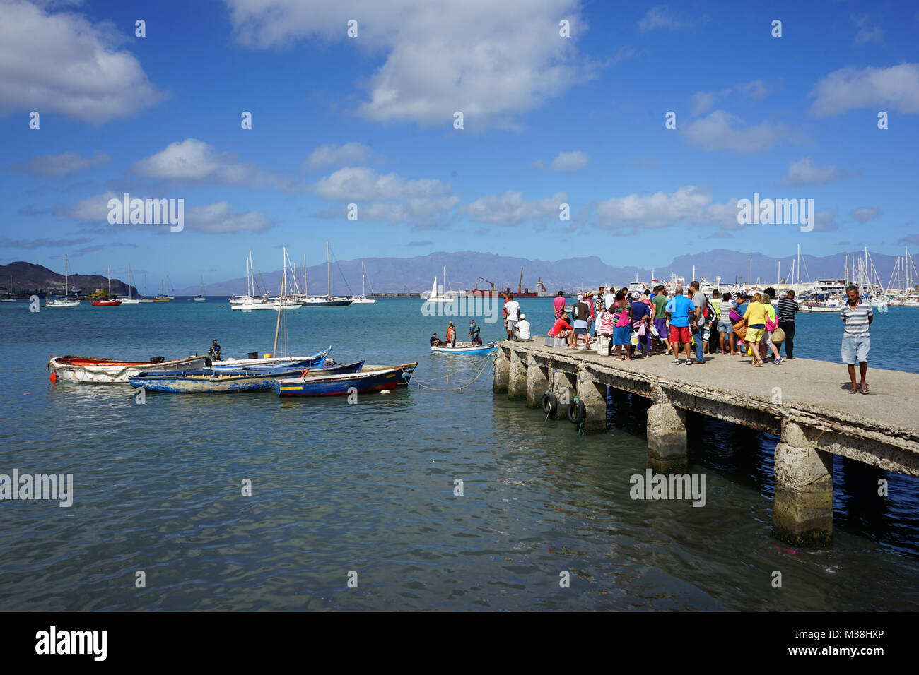 People watching Fishermen, bringing Fish to the Fish Market in Mindelo Stock Photo