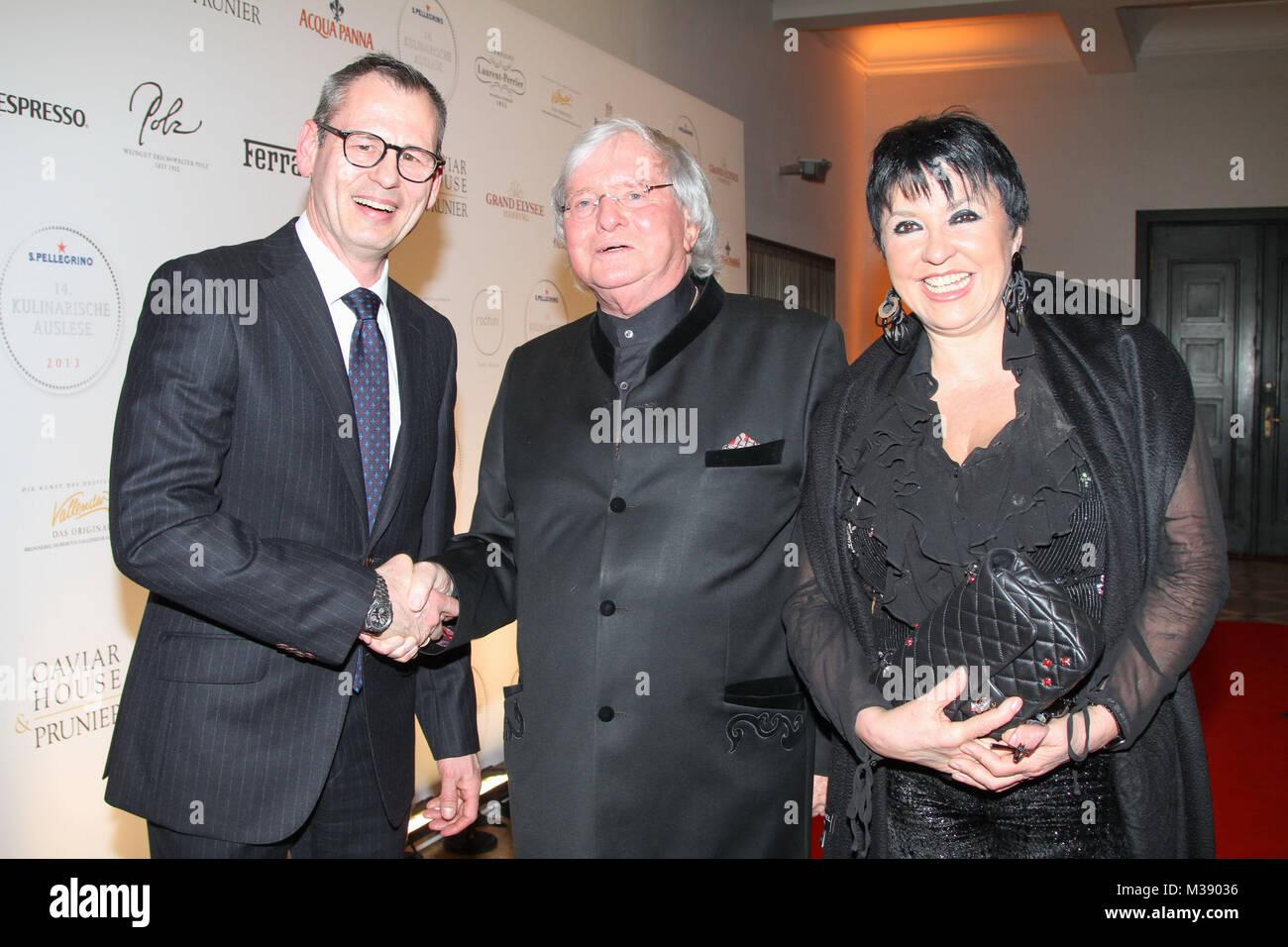Gerd Kaefer (Gastronom) mit Uschi Ackermann und Hans-Peter Edelbluth (Nestle Waters Deutschland), Preisverleihung - Stock Image