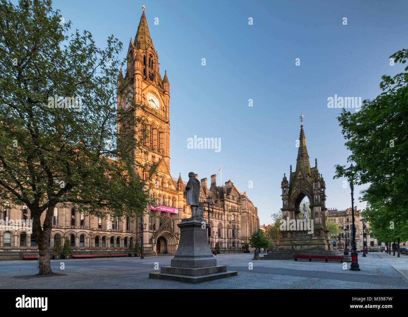 Manchester Town Hall and Albert Square, Manchester, Greater Manchester, England, UK - Stock Image