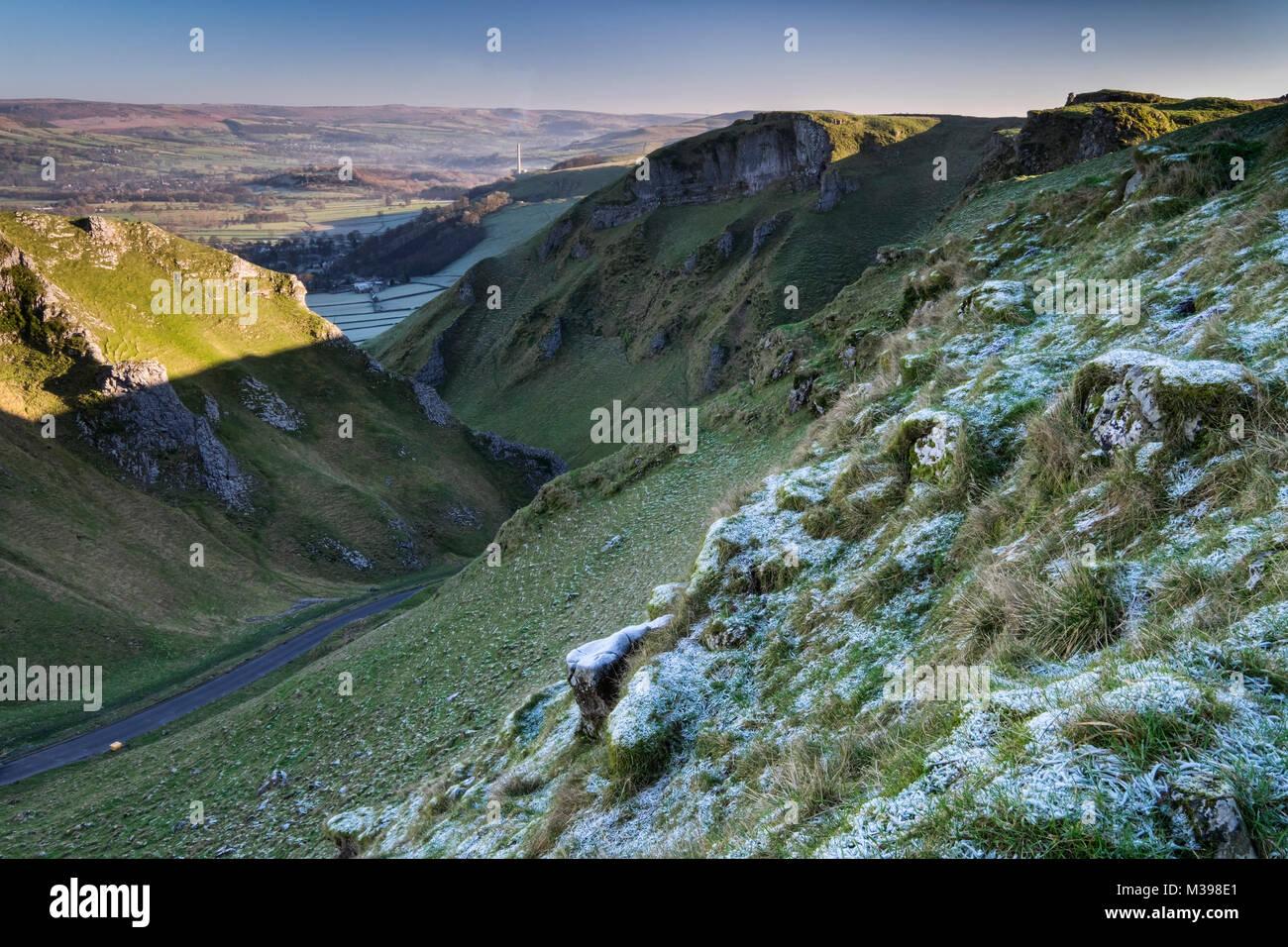 Winnats Pass limestone gorge in winter, near Castleton, Peak District National Park, Derbyshire, England, UK - Stock Image