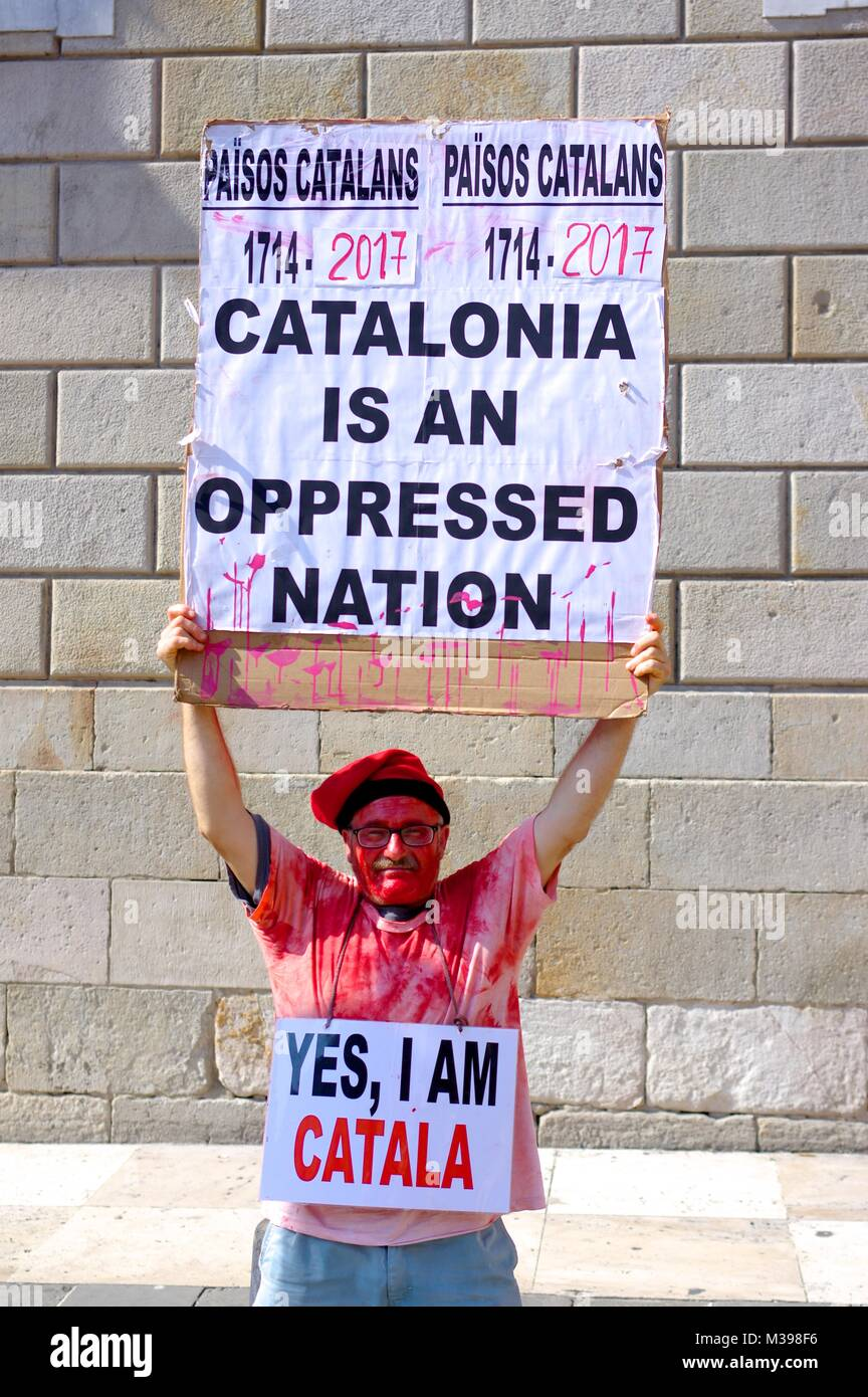 Blloody Catalan protester holding a slogan - Stock Image
