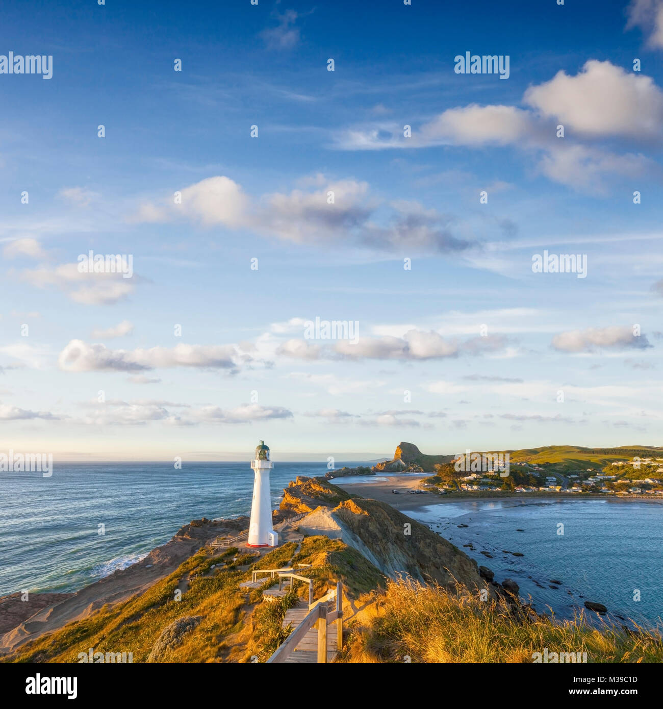 Castlepoint Lighthouse, Wairarapa, New Zealand, at sunrise. - Stock Image